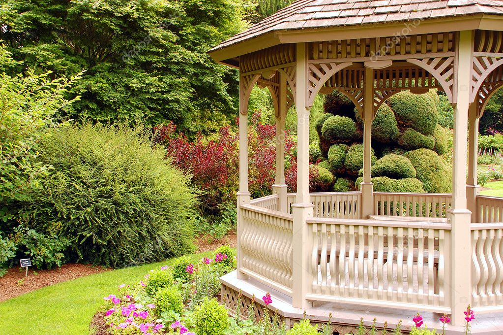 Decorative wooden garden gazebo — Stock Photo #2019354