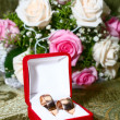 Two wedding rings in box and flowers — Stock Photo