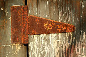 Old rusty door hinge — Stock Photo