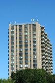 Hi-rise apartment building — Stock Photo