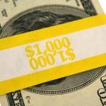 notas de cem dólares em faixas — Foto Stock