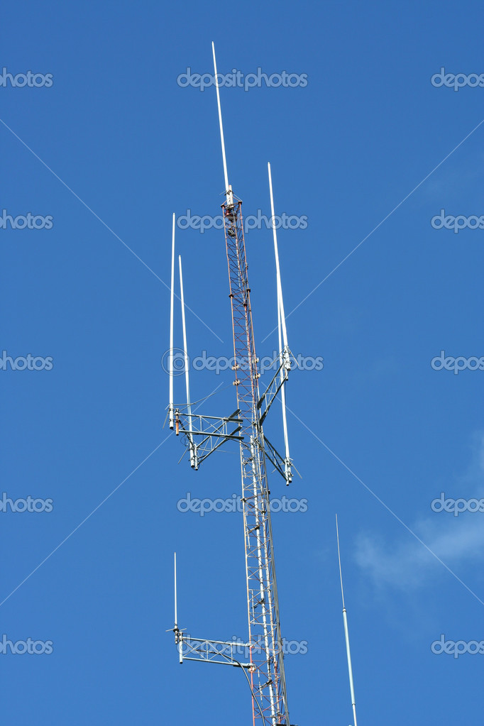 A Radio Antenna against a blue sky — Stock Photo #2083291