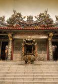 Chiński kadzielnicą i świątynia — Zdjęcie stockowe