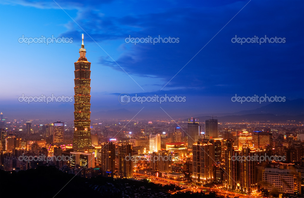 Taipei city skyline with famous skyscraper 101 building in the night, Taiwan. — Stock Photo #2007697