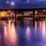 Dramatic city night scene of bridge — Stock Photo