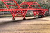 Beautiful cityscape of bridge — Stock Photo