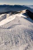 Szczyt śniegu i nachylenia — Zdjęcie stockowe