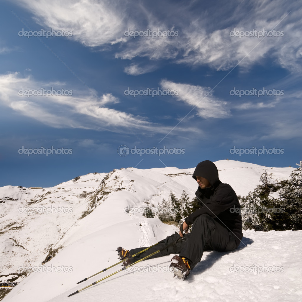 Man sit and rest on white snow mountain peak. — Stock Photo #2022681