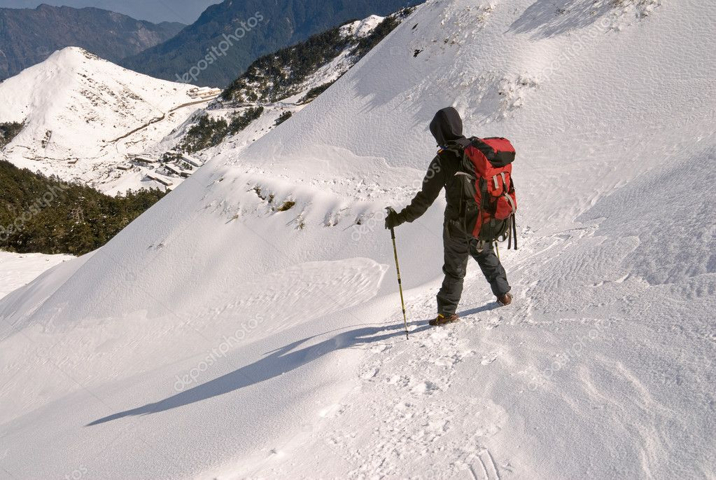 Man hiking on snow white mountain path. — Stock Photo #2022761