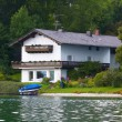 House at the lake — Foto Stock