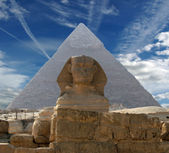 The Sphinx and Pyramid — Stock Photo