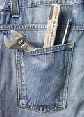Hulpmiddelen in jeans zak — Stockfoto