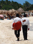 Mariachi singers on the beach — Stock Photo