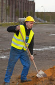 Construction worker digging ground — Stock Photo