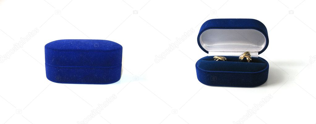 Luxury golden earrings in blue velvet jewelry box open and closed — Stock Photo #2173833