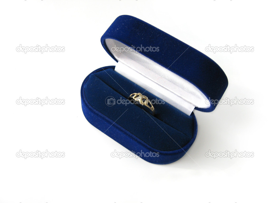 Engagement ring in blue velvet jewelry box — Stock fotografie #2173834