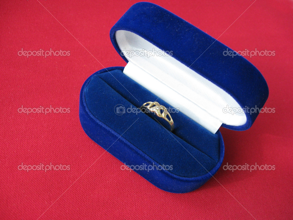 Engagement ring in blue velvet jewelry box — Stock Photo #2173835
