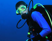 Young boy scuba diver in full gear — Stock Photo