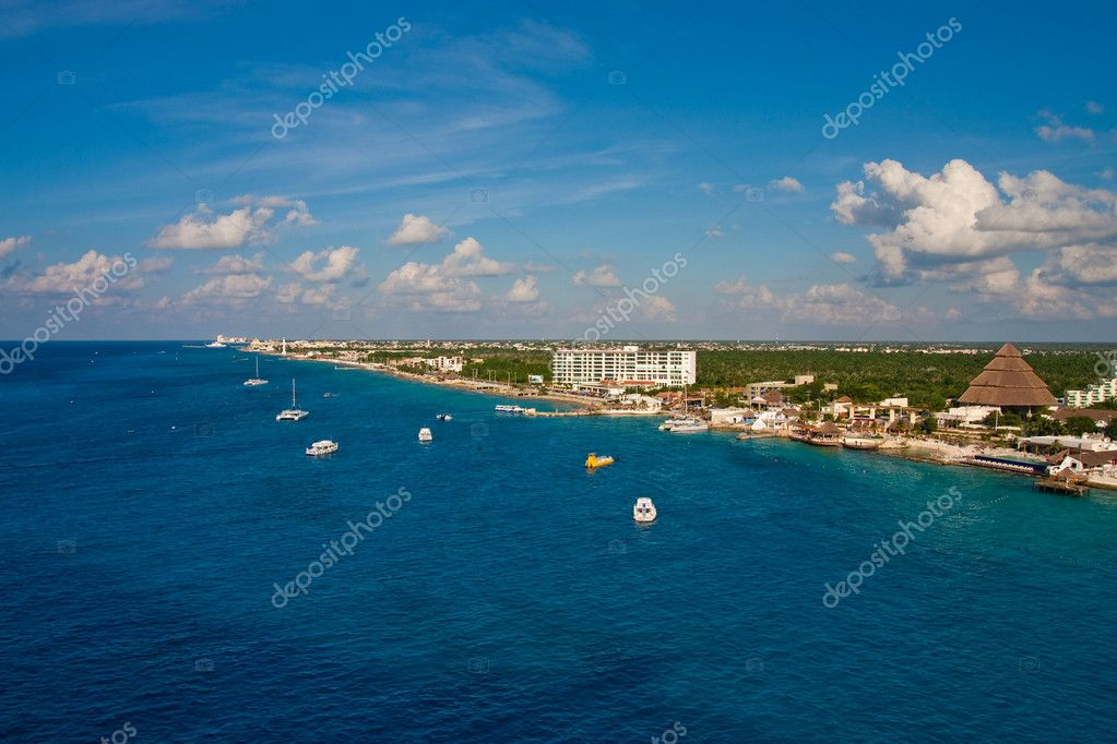 The coast of Cozumel, Mexico from the sea — Stock Photo #2061276