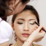 Applying makeup. — Stock Photo