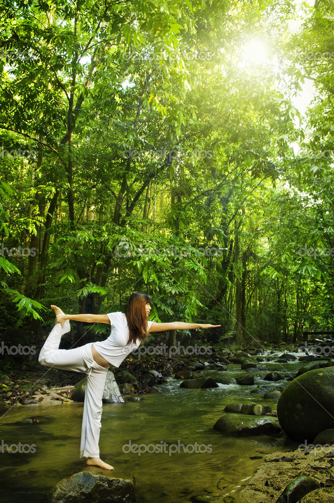 Female practises balancing at  nature tropical forest in a morning. — Zdjęcie stockowe #2654674