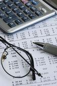 Granska företagets balansräkning — Stockfoto