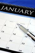 Planificar el año nuevo con el calendario — Foto de Stock