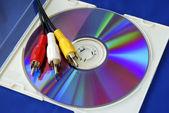 三色 rca cd 上的视频电缆 — 图库照片
