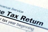 近距离的所得税纳税申报表的视图 — 图库照片