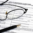 Foto Stock: Fill health insurance claim form