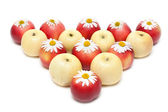 Apple and daisywheels — Stock Photo