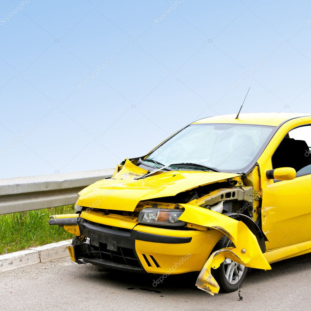 Front view of crashed yellow car at highway — Stock Photo #2121709