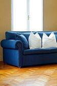 Ángulo de sofá azul — Foto de Stock