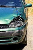 Grön bil vrak — Stockfoto