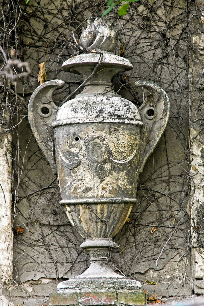 Grey antique amphora decoration at old building — Foto de Stock   #2207680