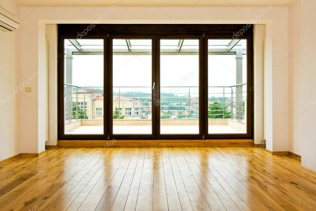 Four glass doors in empty living room — Foto Stock #2208225