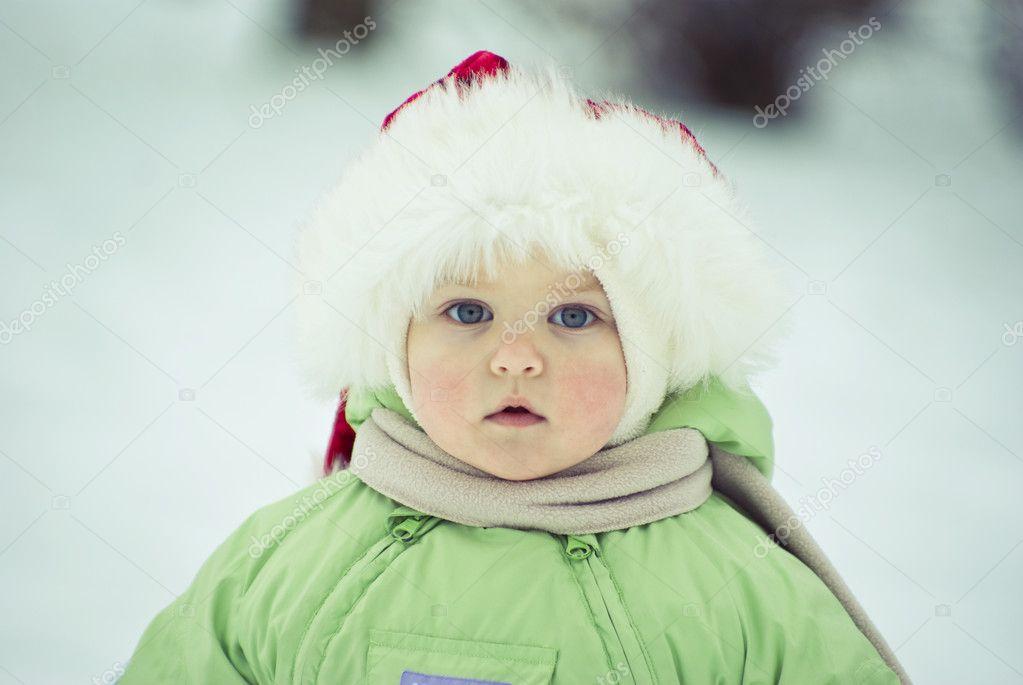 在冬天的小女孩 — 照片作者