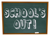 School's Out - Written on Chalkboard — Foto de Stock