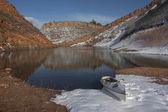 Lago de montanha de canoa e colorado — Fotografia Stock
