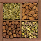 Almonds, hazelnuts, pistachio nuts — Stock Photo