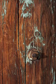 Weathered wood of old barn post — 图库照片