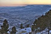 Atardecer de invierno en las montañas rocosas de colorado — Foto de Stock