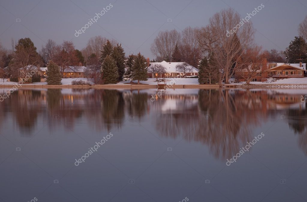 Luxury houses with mature trees on a lake shore at dusk in winter scenery, Fort Collins, Colorado — Stock Photo #2062347