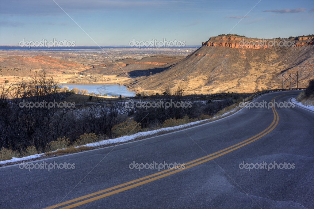 Mountain highway at foothills of northern Colorado with a view at Flatiron Reservoir and city of Loveland, early winter — Stock Photo #2435270