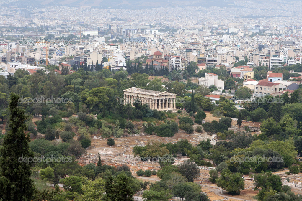 Landmarks of athens geece the ancient temple of thission and view of the city — Stock Photo #2326162