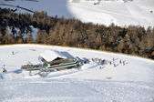 View down ski slope on chairlift station — Stock Photo
