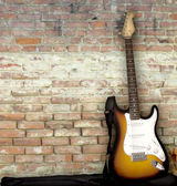 Guitar leaning against the wall — 图库照片