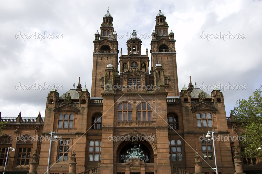 The rear entrance to Kelvingrove art gallery and museum, Glasgow, Scotland — Stock Photo #2069704