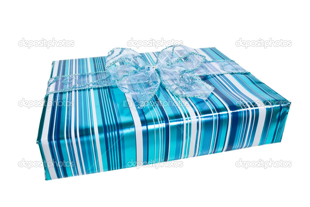 Blue wrapped gift box decorated with a blue organza bow — Stock Photo #2047852