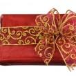Red wrapped gift box with a bow — Stockfoto